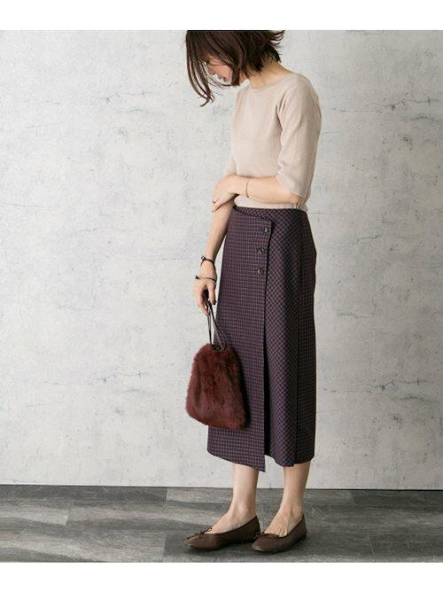 チェック柄のタイトスカートのコーディネート画像