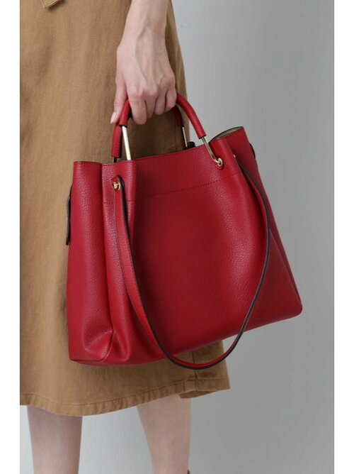秋カラーのハンドバッグの秋冬コーディネート画像