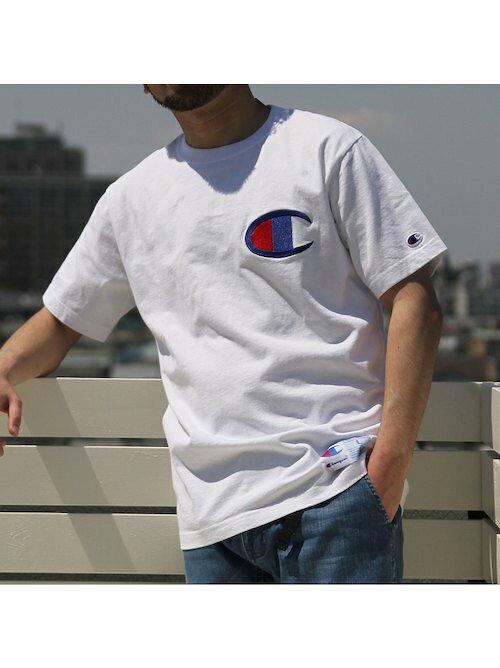 チャンピオンビッグロゴTシャツのコーディネート画像
