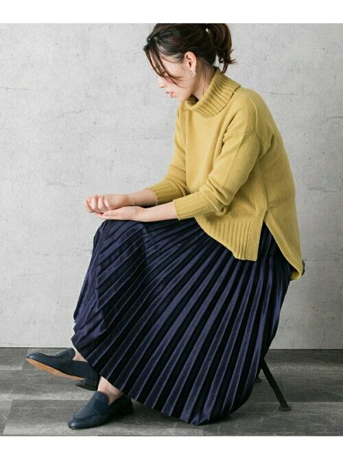 サテン生地プリーツデザインスカートのコーディネート画像