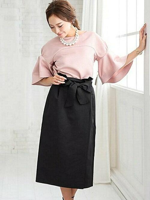黒 ハイウエストリボンタイトスカートのコーディネート画像