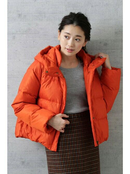 オレンジ ショート丈ダウンジャケットのコーディネート画像
