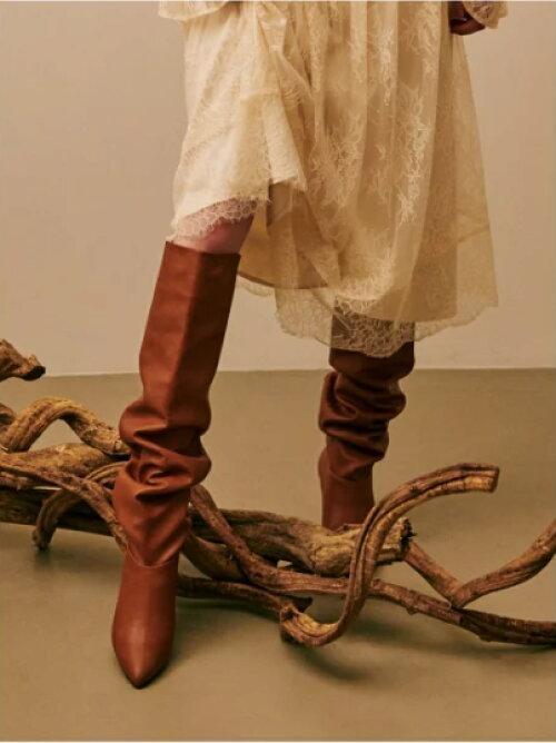 ブラウン ルーズロングブーツのコーディネートの画像