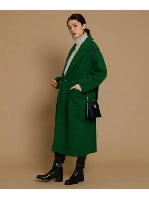 グリーン コクーンシルエットロング丈コートのコーディネートの画像