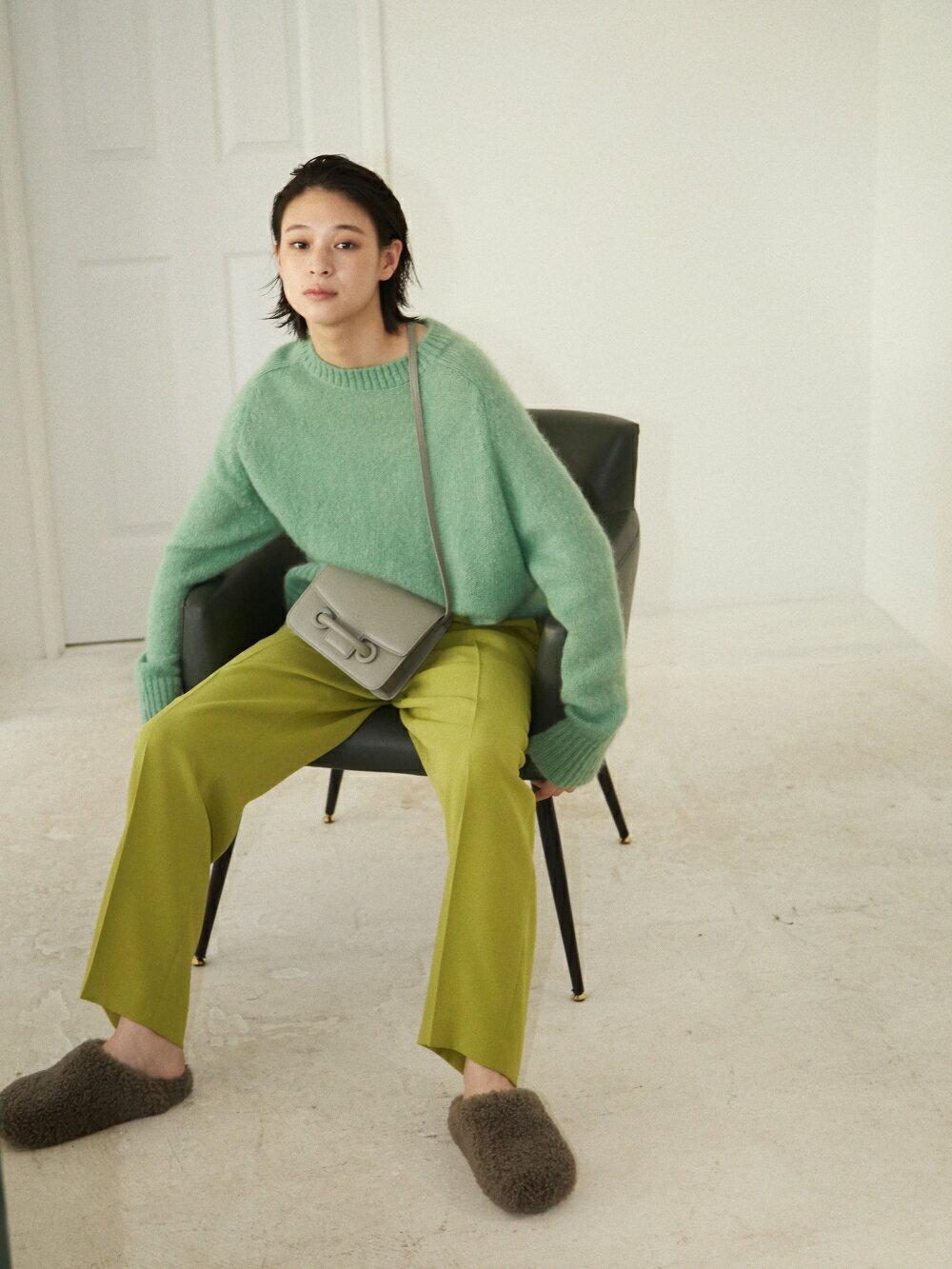 グリーンで作る、洗練のリラックススタイル。の写真